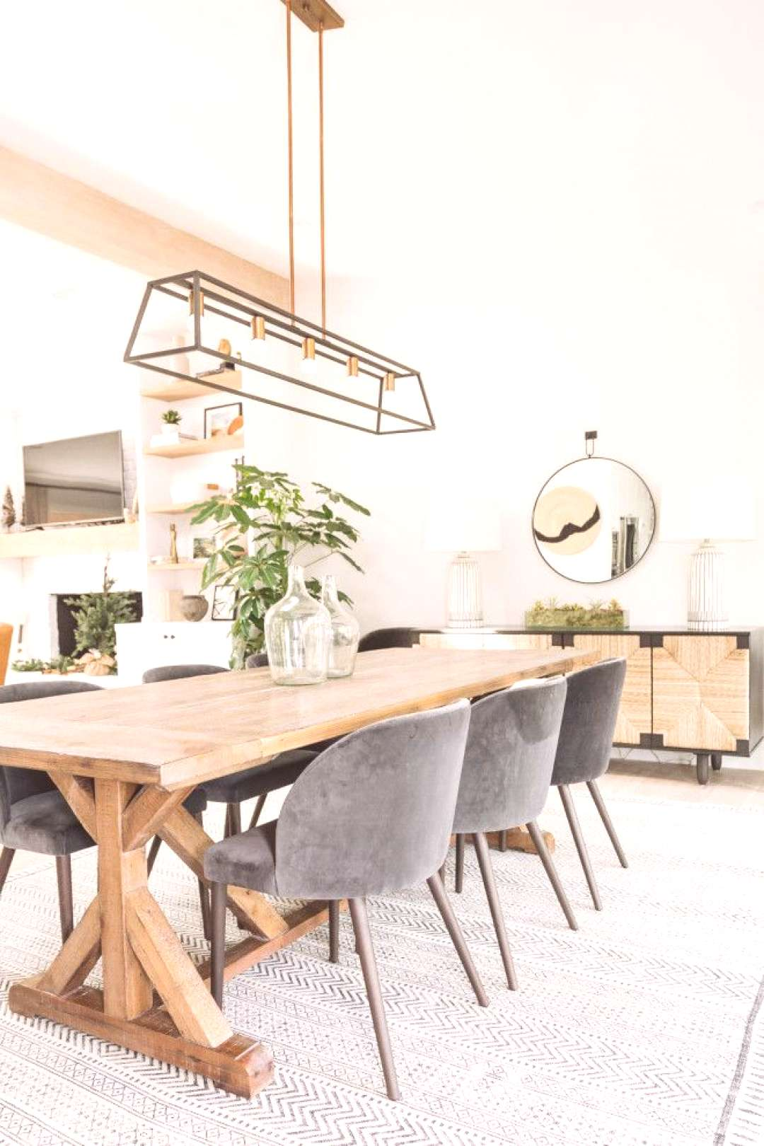 Dining Table This dining room was beautifully decorated by this talented interior designer. It feat